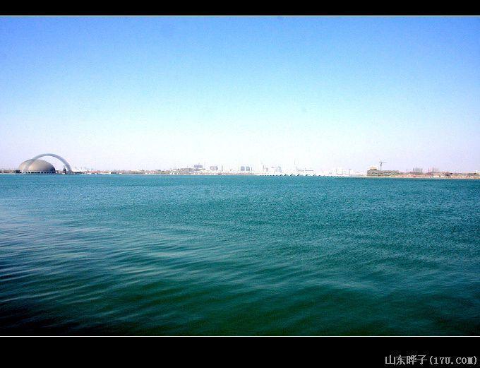 """湖中有城"""",自北宋开始,聊城便形成了水面辽阔,风景秀丽的水城景观."""