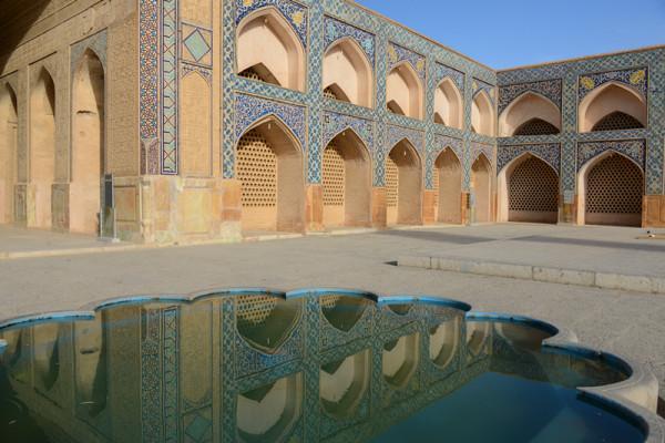 南面清真寺的伊万门有着蒙古特色的马赛克花纹以及