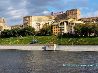 在莫斯科河上看两岸的风景确实和在陆地上感觉不同,也看了在陆地上看