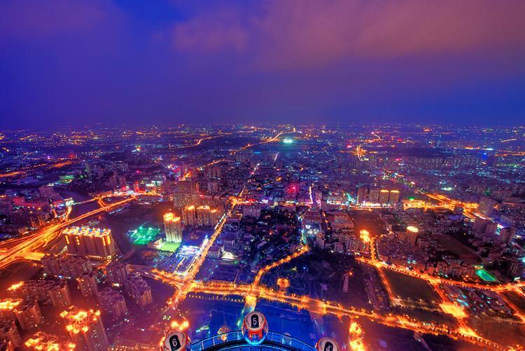 俯视广州塔夜景高清图片