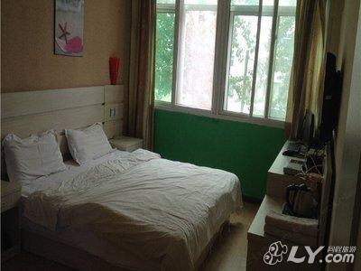 在天津玩两天,这几天可以都在天津站附近的宾馆住下吗 另外还有哪里
