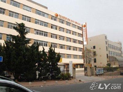 请介绍一下青岛酒店管理学院和青岛职业技术学院哪个比较好