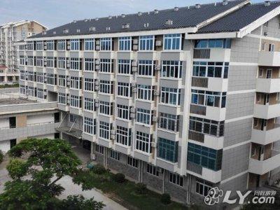 南珠大道9号桂林电子科技大学北海校区东校区内